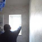 2階の洗面所の小窓も取り付けです。