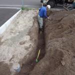 道路からの配管に接続するためにポリエチレン管(PE管)埋設しています。