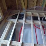 床下に配置されている暖房機の上は開口部をつけます。